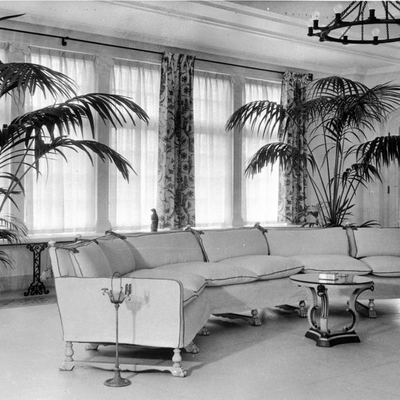 Solarium decorated with art deco influences so popular during Frank Kistler's ownership. Photo taken 1926-1937.